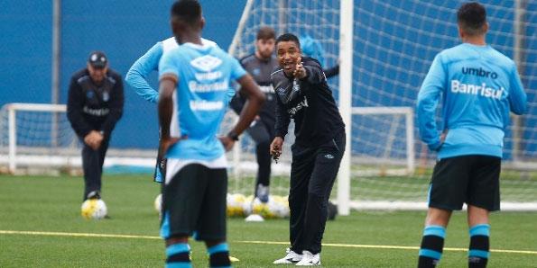 Contrato assinado. Roger Machado treinará o Galo Mineiro.